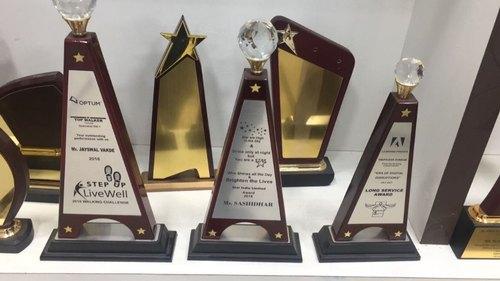 Why companies require a custom award?